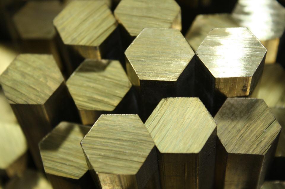 шестигранник латунь
